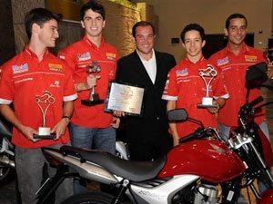 Foto: Pilotos do Team Honda são destaques no Prêmio Moto de Ouro