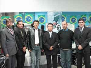 Foto: Da esquerda para direita: Roberto Ribas, Reinaldo Victor, Zhou Yu, Edson Nagai, Oscar Luce e C'sar Horcio