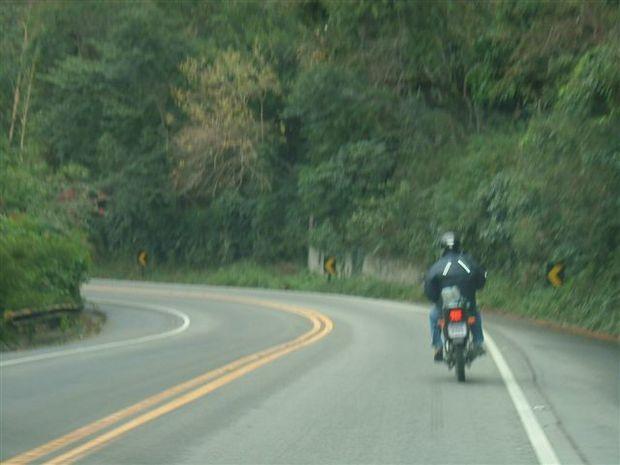 Projeto proíbe moto de baixa potência em via de trânsito rápido.