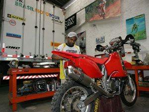 Foto: Motocicleta Honda CRF 450X de José Hélio passa por ajustes finais