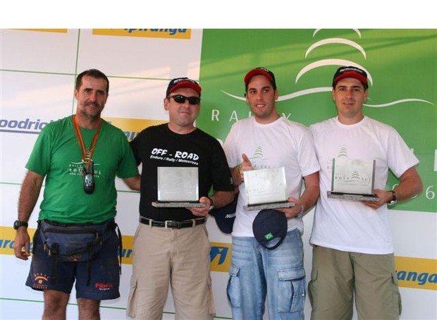 Foto: P¢dio da categoria motos do Rally Rota Sul