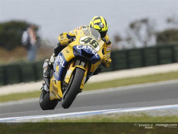 Rossi aproxima-se do líder