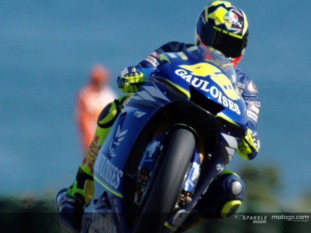 Rossi continua na frente