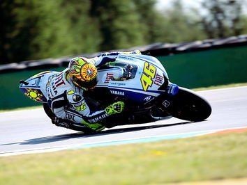 Rossi soma e segue com vitória em Brno