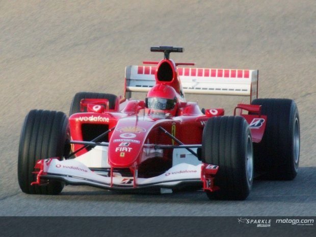 Rossi testa em Mugello... uma Ferrari