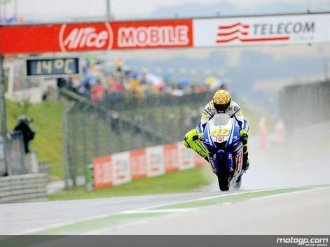 Rossi trava Lorenzo e sai vitorioso de Sachsenring