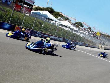 Rossi vence em Laguna Seca… na corrida de Karting das Lendas do MotoGP