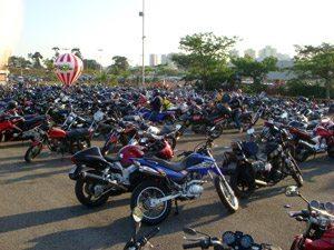 Foto: Estacionamento lotado. Foto: Renzo