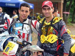 Foto: Dário Júlio e Sandro Hoffmann, pilotos Honda de enduro de regularidade