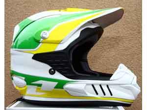 Foto: Capacete Tropper, fabricado pela ONE , para a equipe brasileira que disputa o Motocross das Na‡äes