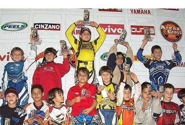 Stefany Serrão vence a 6ª etapa do Arena Cross 2005 na categoria 50cc