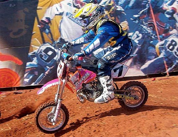 Stefany vence 5ª etapa do Arena Cross assumindo a liderança do Campeonato