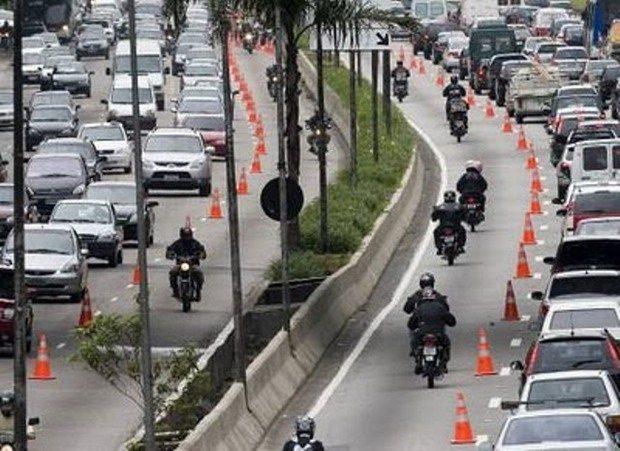 STF derruba lei da faixa exclusiva para motos nas vias de SP