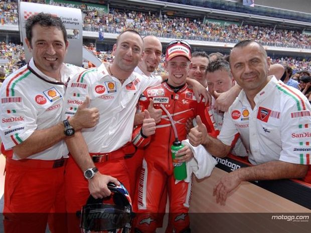 Stoner continua na Ducati em 2008