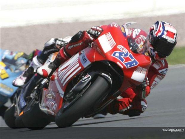 Stoner já está à frente dos números de Rossi em 2001
