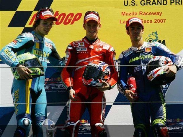 Stoner quebra enguiço da polé de MotoGP em