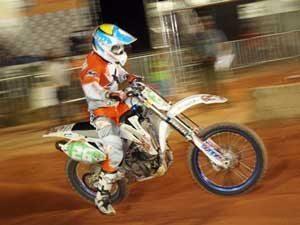Foto: Davis GuimarÆes ' piloto da categoria SX1 no Campeonato Brasileiro de Supercross