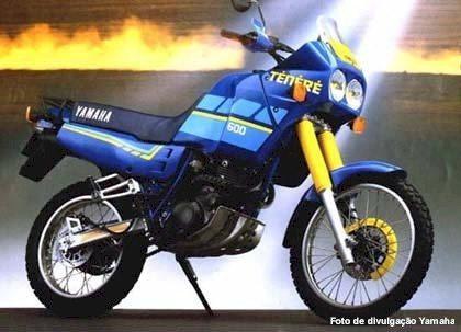 XT Ténéré de 1988, com carenagem e duplo farol