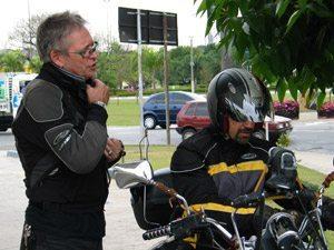Foto: O diretor Renzo (… esq.) e Tite durante a grava‡Æo do Alma Selvagem