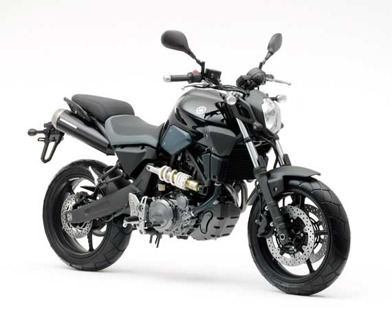 Trânsito de veículo estrangeiro, Suzuki YES, Yamaha MT-03