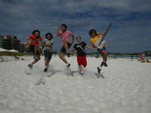 Foto: A Banda Faixa Etária (na Praia do Forte) toca pela sexta vez no