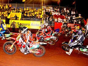 Foto: Largada da categoria Pro no Arena Cross