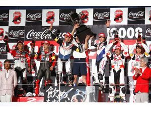 Foto: Carlos Checa, da Dream Honda Racing Team, vence as 8 Horas de Suzuka com a CBR 1000RR