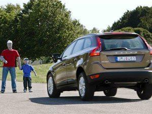 Volvo testa sistema que eleva a segurança dos pedestres
