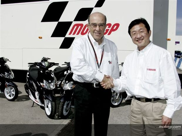Foto: Morimoto da Yamaha Motor Europe e Carmelo Expeleta, Diretor  da Dorna