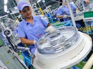 Há na fábrica várias células de montagem para os principais componentes, como as rodas raiadas