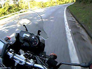 Na estrada a Ténéré permite acompanhar o fluxo tranquilamente e o destaque é o baixo nível de vibração