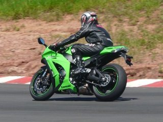 Kawasaki ZX10-R é a primeira superesportiva a ser nacionalizada