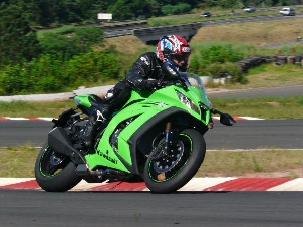 Kawasaki Ninja ZX10-R chega ao Brasil