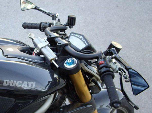 Ducati com guidão Clubman