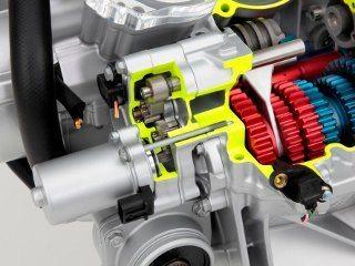 Sistema para troca de marchas usa um motor para virar um cilindro com sulcos que dirigem os garfos condutores dos engates