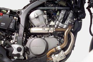 O motor é um V2 a 52º OHC com oito válvulas e arrefecimento líquido