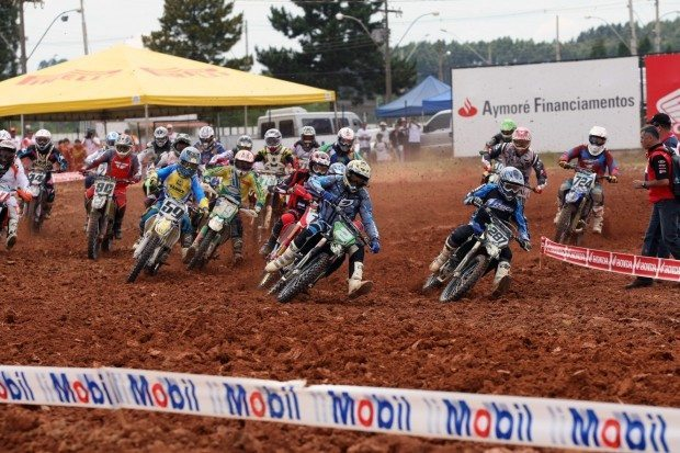 Largada da categoria MX3 da Superliga Brasil de Motocross