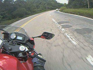 A Kasinski GT650R gosta mesmo de uma estrada sinuosa