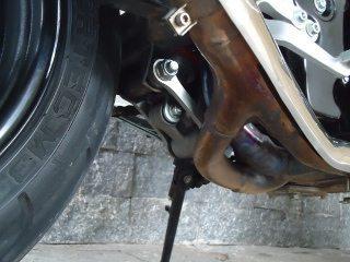 Links na suspensão melhora progressividade - escape 2x1 em inox amarela com o calor, normal isso.
