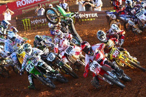 Largada da categoria MX1 no Honda GP Brasil de Motocross 2011, em Indaiatuba (SP)
