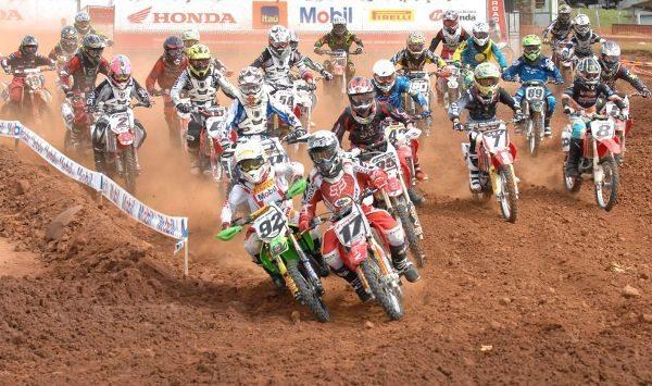 Largada categoria Júnior da Superliga Brasil de Motocross