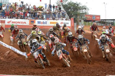 02.05 - Largada da categoria MX2 da Superliga Brasil de Motocross