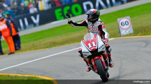 Ben Spies, da Yamaha Factory Racing, arrebatou a primeira vitória na classe de MotoGP, com as Repsol Honda de Casey Stoner e Andrea Dovizioso nas segunda e terceira posições, respectivamente, no Iveco TT Assen.