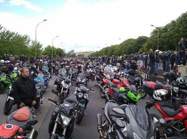 18jun11 Protesto em Paris