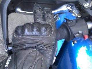 Acionamento da embreagem com dois dedos