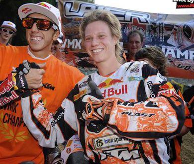 A tri-campeã mundial Steffi Laier com o tetra Antonio Cairoli, pilotos da KTM