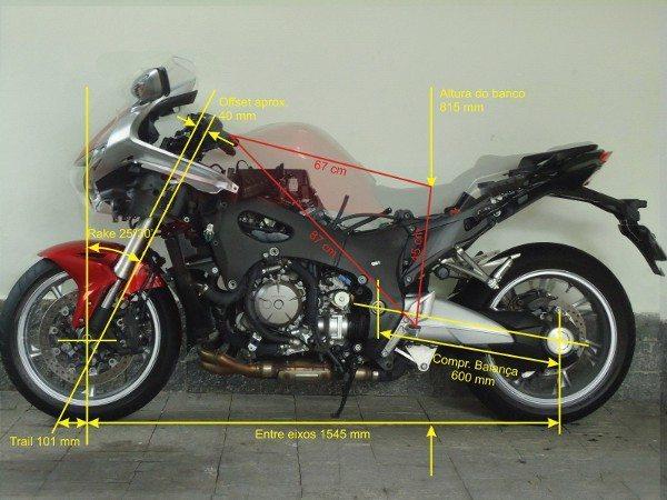 A geometria da VFR 1200F está em sintonia com a estrutura do chassi e suspensão