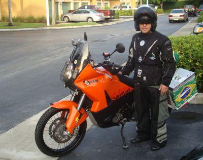 Alê Fabrício percorrerá 25 mil km entre Miami e Alasca, EUA, com uma KTM 990