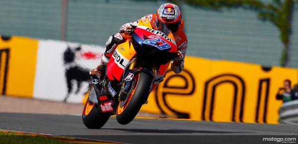 Uma volta em 1m21,681s na qualificação de MotoGP permitiu a Casey Stoner assegurar a pole position para a corrida de domingo em Sachsenring, com Dani Pedrosa e Jorge Lorenzo a completrem a primeira linha do grid.