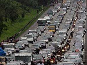 Hoje carros e motos emitem os mesmos níveis de poluentes